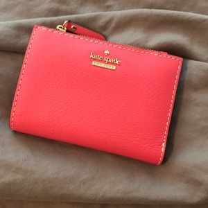 Small Kate spade wallet, used once. Like new.